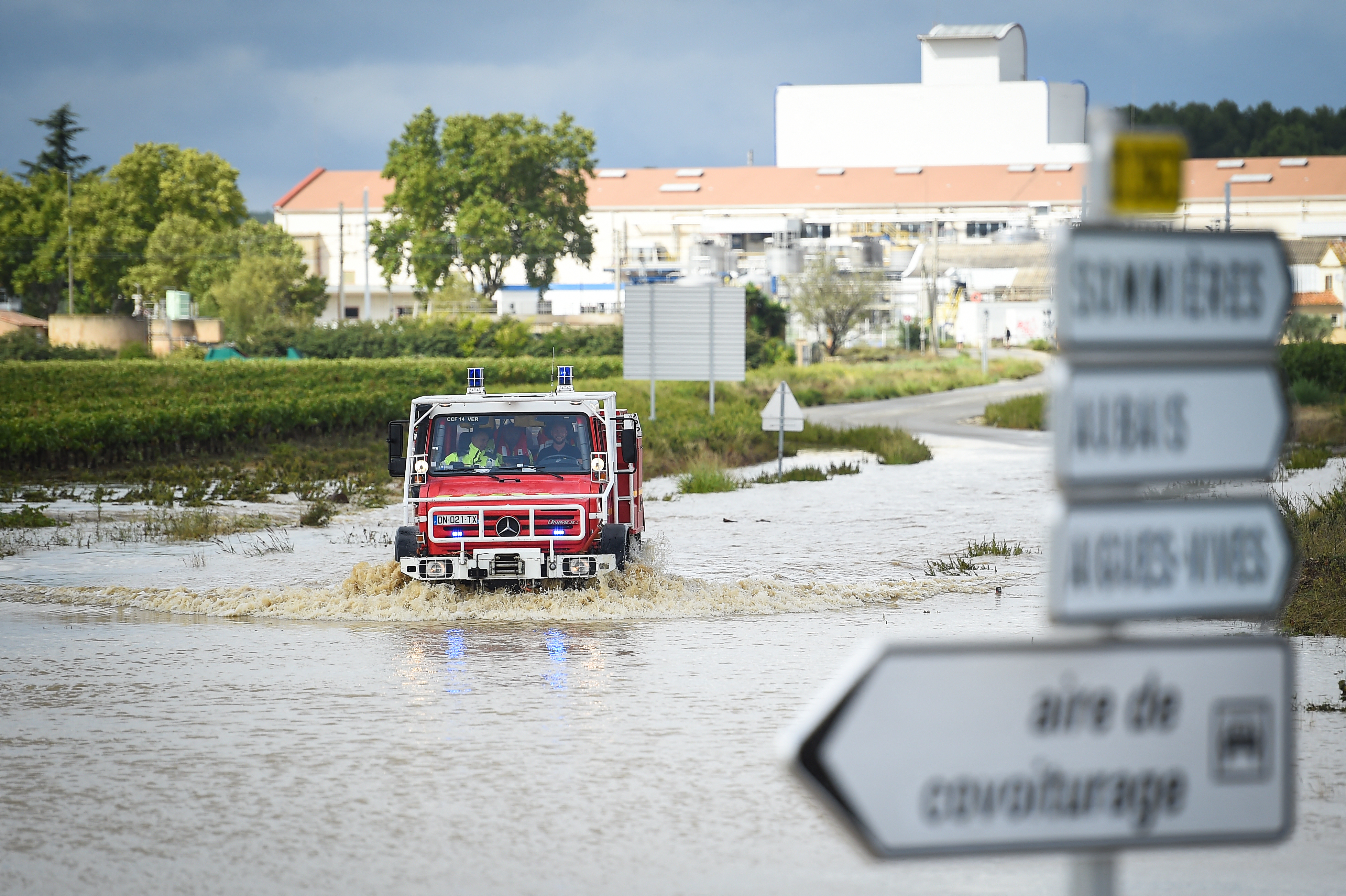 Масштабные наводнения во Франции: стихия уносит жизни людей (ФОТО) - фото 2