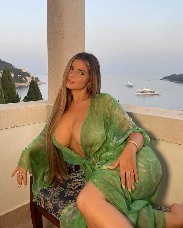 «Похотливая Рапунцель»: известная модель Деми Роуз примерила прозрачное платье - фото 3