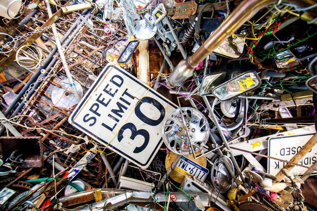 """Американец построил """"храм"""" из мусора: как он выглядит (ФОТО) - фото 3"""