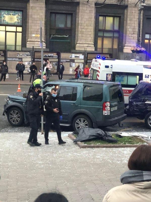 """""""Повторення Зайцевої"""" - на Майдані Незалежності в Києві Land Rover на всій швидкості в'їхав у натовп людей - фото 5"""