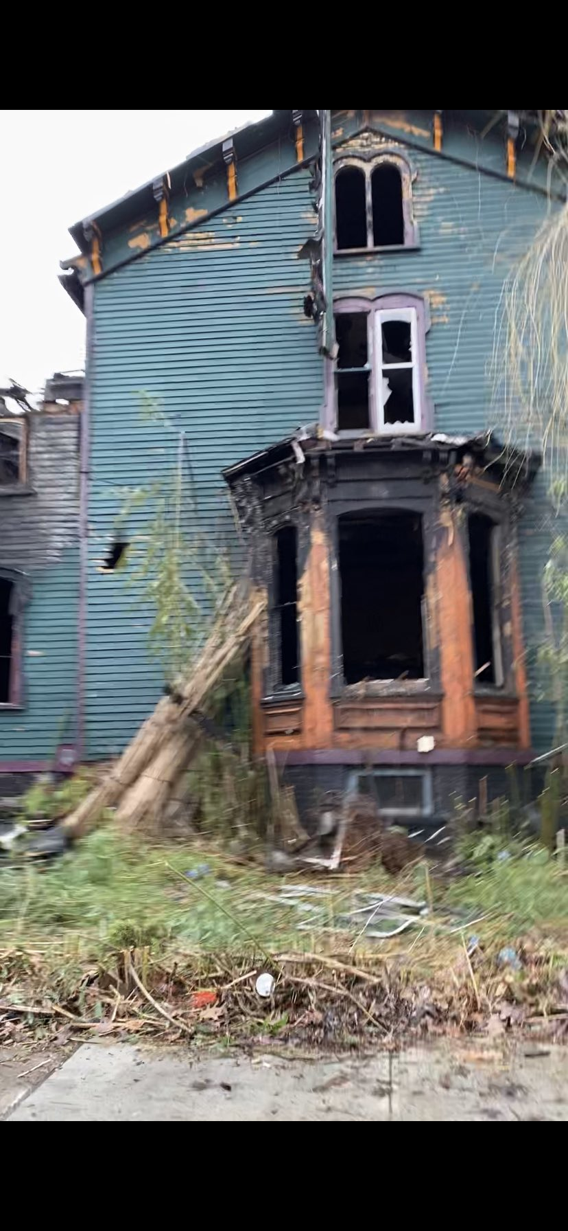 У США згорів «Пекельний будинок» (ФОТО, ВІДЕО) - фото 4