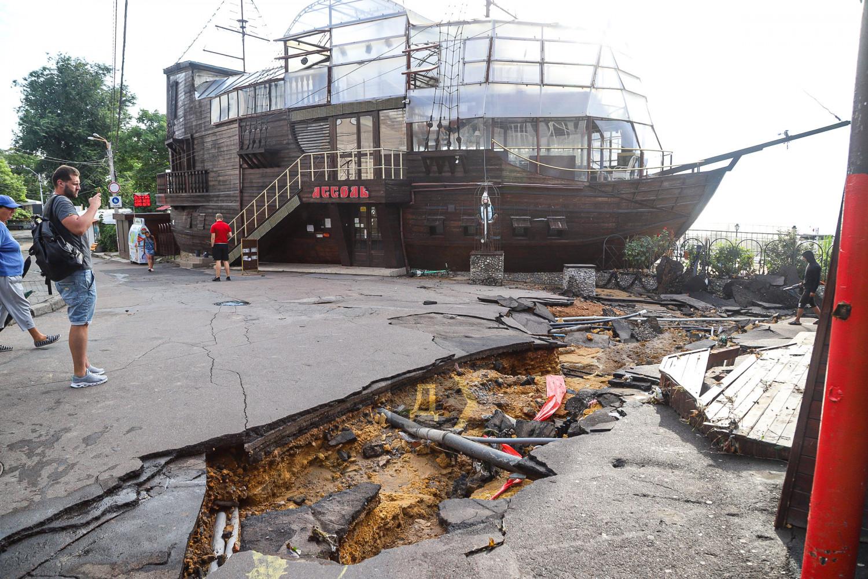 Поплыла из-за дождя: как Одесса справилась с мощнейшей непогодой (ФОТО, ВИДЕО) - фото 5