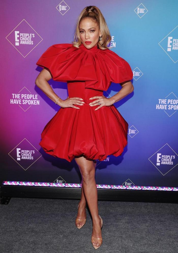People's Choice Awards: лучшие звездные наряды на красной дорожке - фото 2