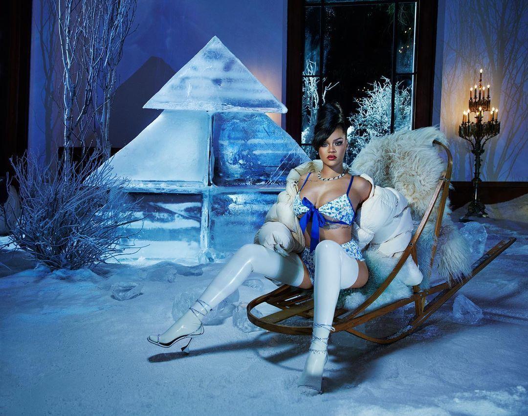 Білизна та багато латексу: Ріанна представила різдвяну колекцію (фото) - фото 3
