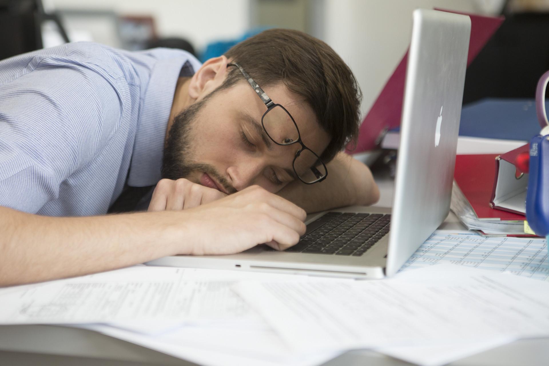 форму заснул за компьютером картинка доске почета вызывает