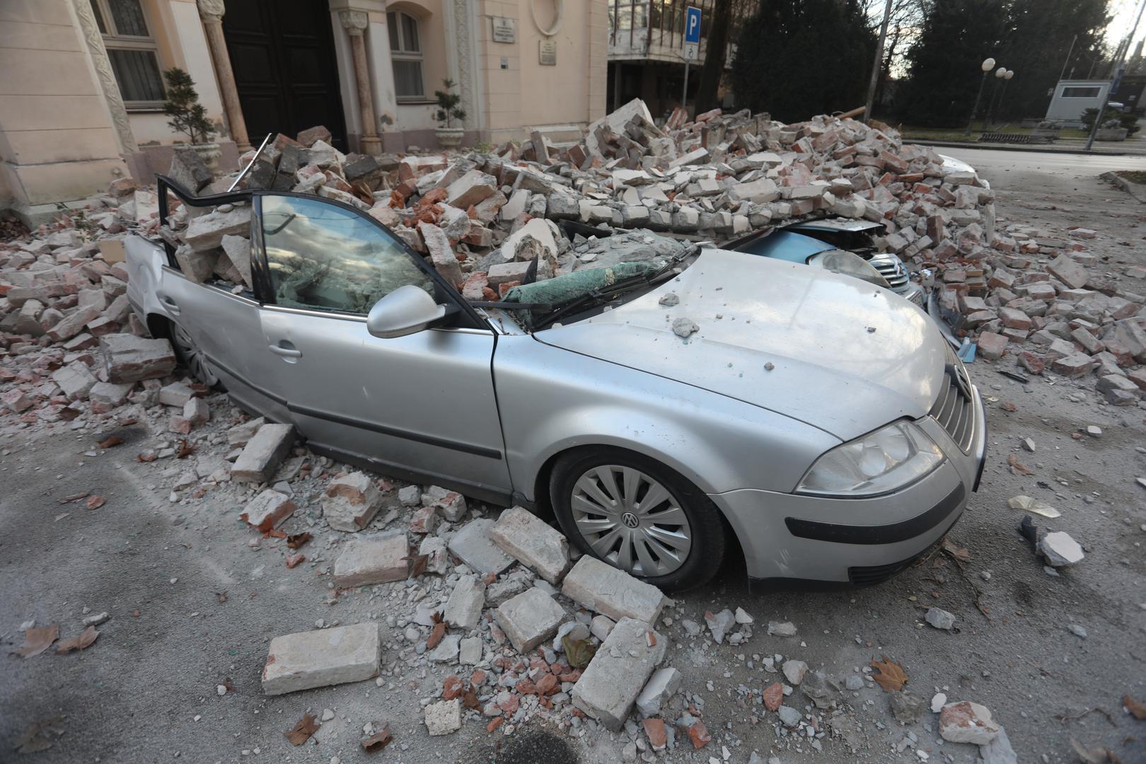 У Хорватії - нові землетруси: люди ночували на вулицях - фото 4