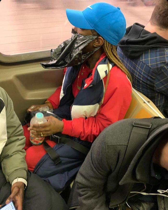Фантазия или глупость: смешные фото, которые показывают, на что люди готовы, чтобы не носить маски - фото 14