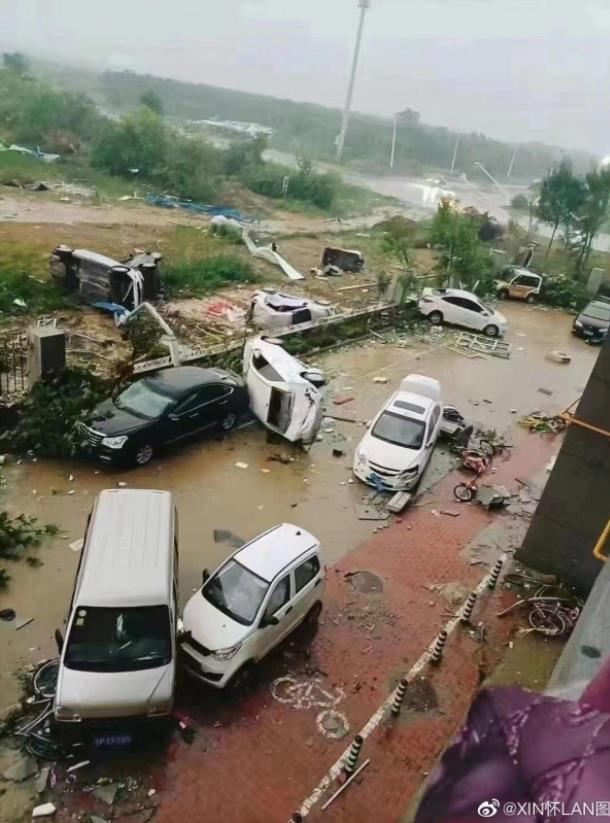 На Китай обрушилось множество мощных торнадо (ФОТО, ВИДЕО) - фото 2