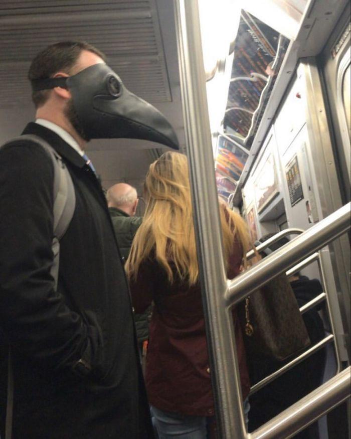 Фантазия или глупость: смешные фото, которые показывают, на что люди готовы, чтобы не носить маски - фото 8