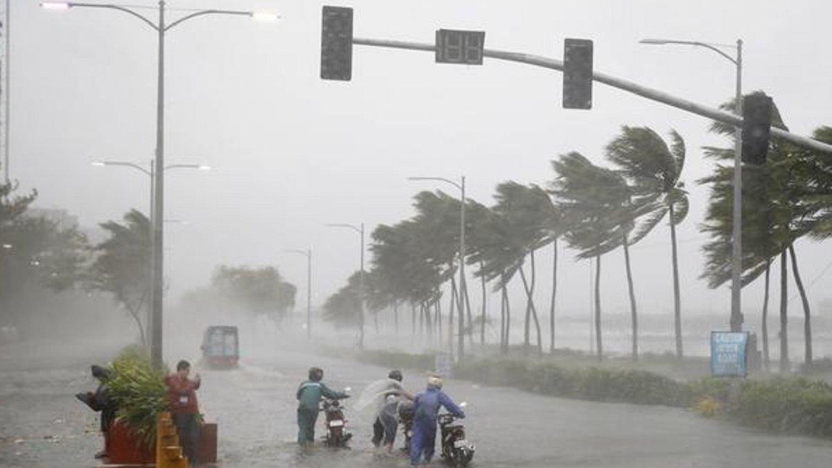 На Филиппины обрушился мощный тайфун - фото 4