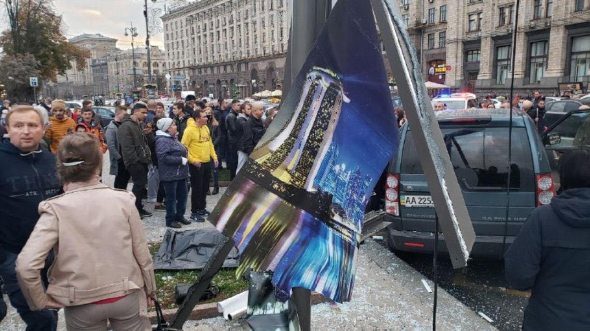 """""""Повторення Зайцевої"""" - на Майдані Незалежності в Києві Land Rover на всій швидкості в'їхав у натовп людей - фото 2"""