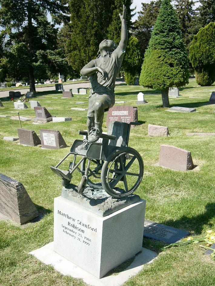 Странные, душераздирающие и забавные - 25 необычных надгробий со всего мира - фото 16
