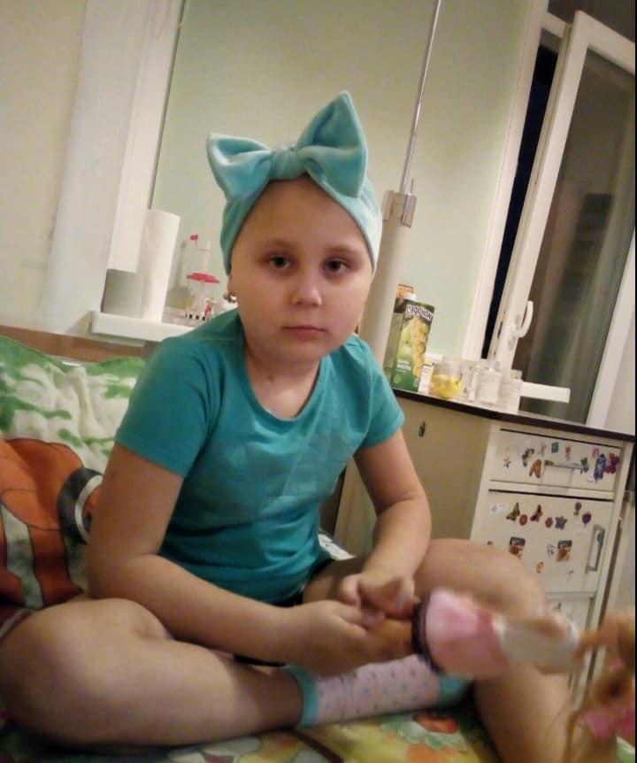 Школьница из Испании пожертвовала своими волосами, чтобы спасти 6-летнюю девочку со Львова - фото 2