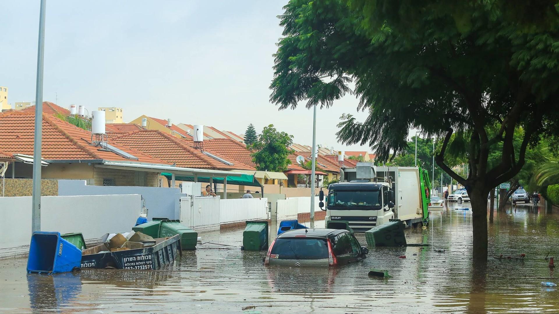 Сильные наводнения обрушились на Израиль после одного из самых дождливых дней в истории страны  - фото 2