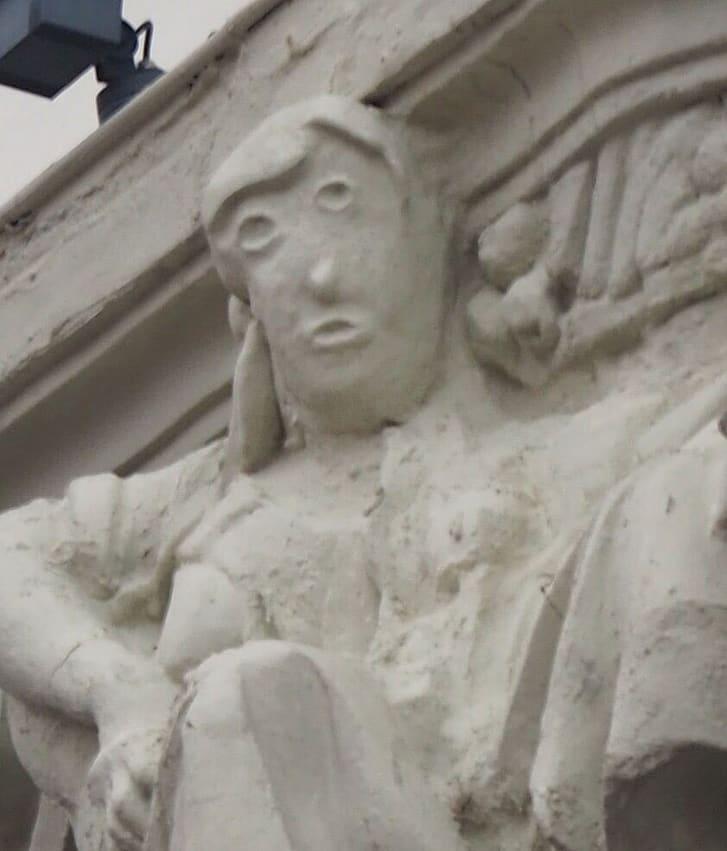 «Это похоже на карикатуру»: еще одну скульптуру изуродовали во время реставрации (фото) - фото 2