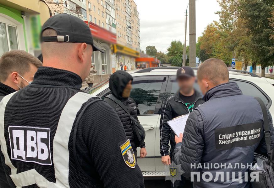 """В Хмельницкой области неизвестные повредили авто родственника полицейского за """"долги"""" - фото 2"""