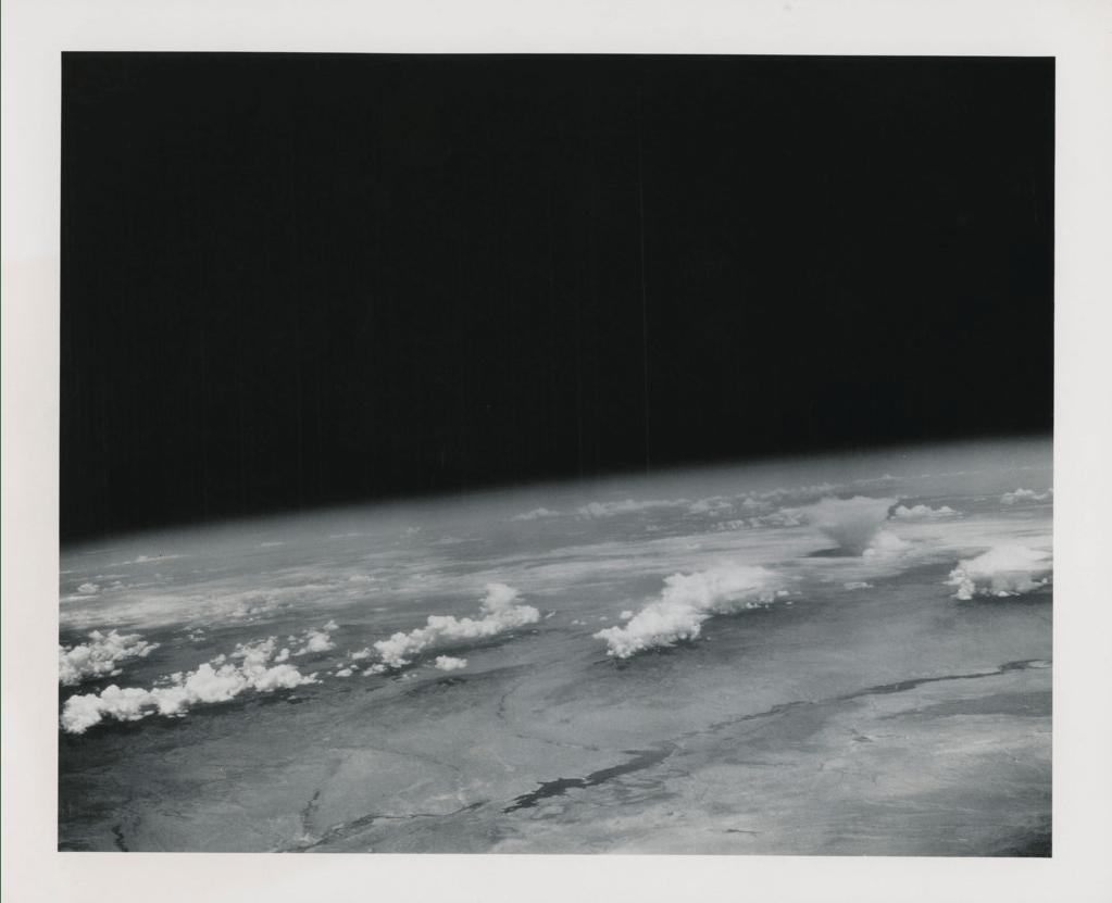 В Нью-Йорке на аукционе выставили самую большую коллекцию редких фото NASA (Фото) - фото 11