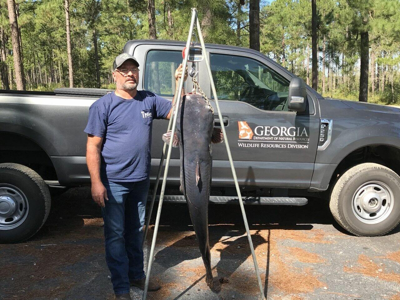 Новий рекордсмен штату: рибалка зловив сома вагою 50 кілограм (фото) - фото 2