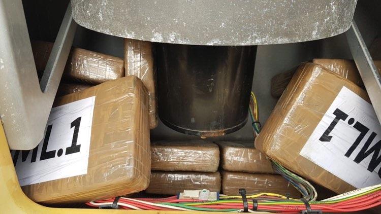 """В Одеському порту в контейнері з бананами з Еквадору виявили півцентнера """"фірмового"""" кокаїну - прокуратура - фото 4"""