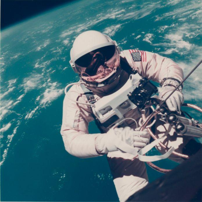 В Нью-Йорке на аукционе выставили самую большую коллекцию редких фото NASA (Фото) - фото 4