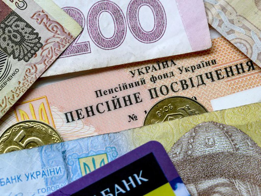Чверть зарплати в рахунок боргу за комуналку: чи приймуть в Україні скандальний законопроєкт