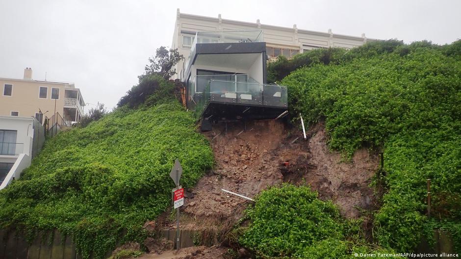 Австралия страдает от страшного наводнения: подробности (ФОТО, ВИДЕО) - фото 6