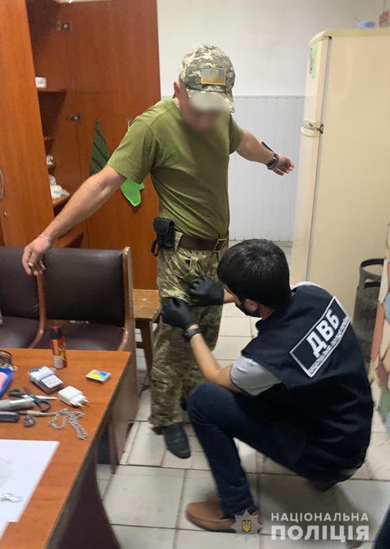 Во Львове сотрудник тюрьмы пойман на сбыте наркотиков заключенным  - фото 3