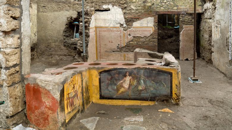 Археологи обнаружили древний магазин уличной еды в Помпеях - фото 2