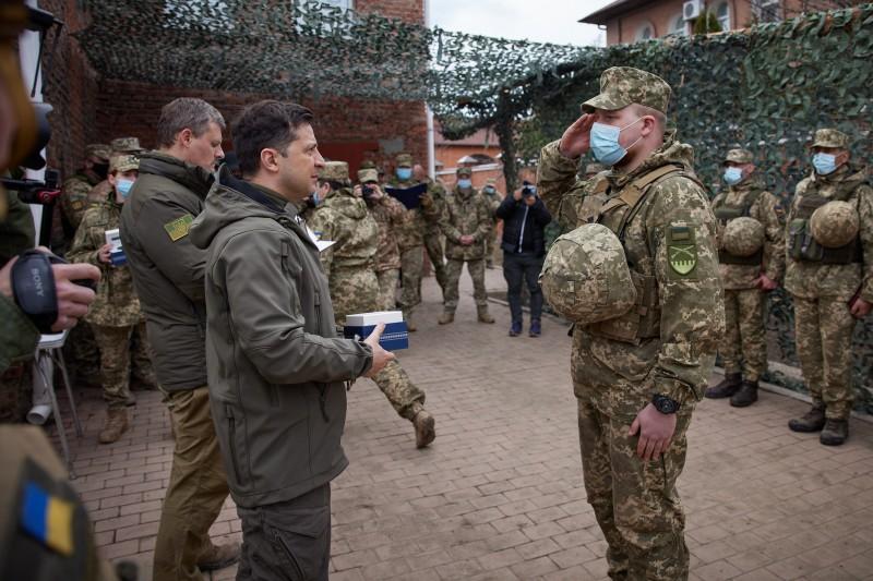 Зеленский побывал с визитом на Донбассе: подробности (ФОТО) - фото 7