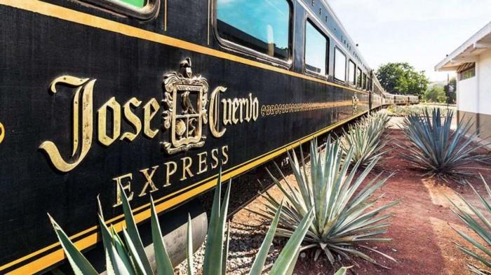 Всем текилы: в Мексике начал курсировать локомотив с безлимитным алкоголем (Фото) - фото 2