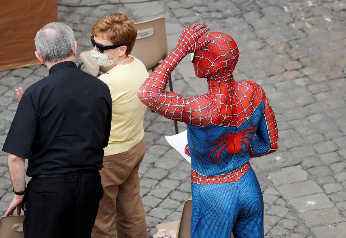 Папа Римский встретился с Человеком-пауком (ФОТО)  - фото 3