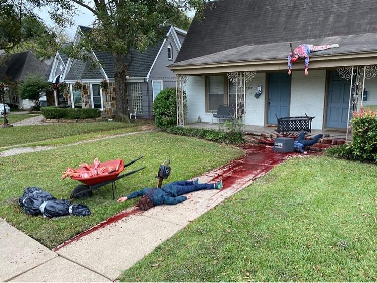 Художник прикрасив свій будинок до Хеллоуїну «сценами вбивств» - фото - фото 2