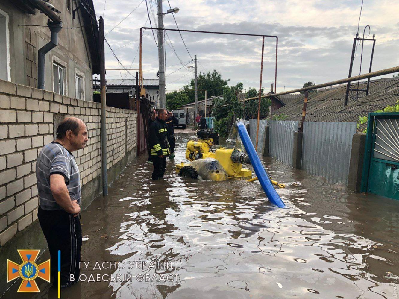Поплыла из-за дождя: как Одесса справилась с мощнейшей непогодой (ФОТО, ВИДЕО) - фото 16