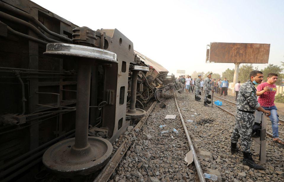 Вагоны легли на бок: смертельная авария с поездом в Египте (ФОТО) - фото 4