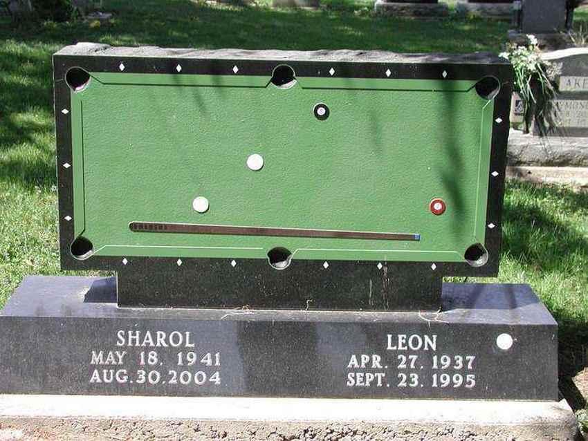 Странные, душераздирающие и забавные - 25 необычных надгробий со всего мира - фото 19