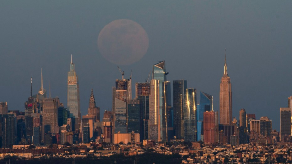 Розовая луна 2021: как выглядело суперлуние в разных уголках планеты (ФОТО)  - фото 6