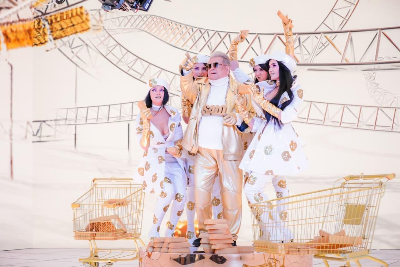 Михаил Поплавский решил превратить сало в золото в новом клипе - фото 5
