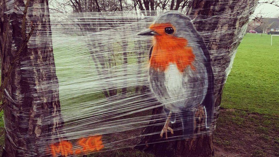 В Великобритании уличный художник рисует на пищевой пленке — удивительные фото - фото 4