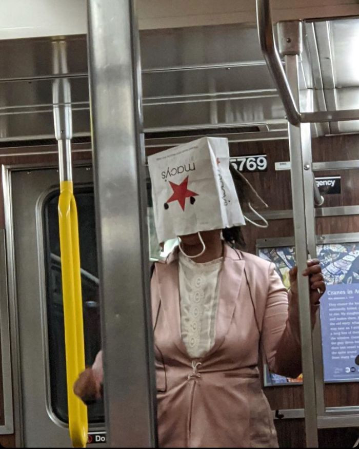 Фантазия или глупость: смешные фото, которые показывают, на что люди готовы, чтобы не носить маски - фото 3