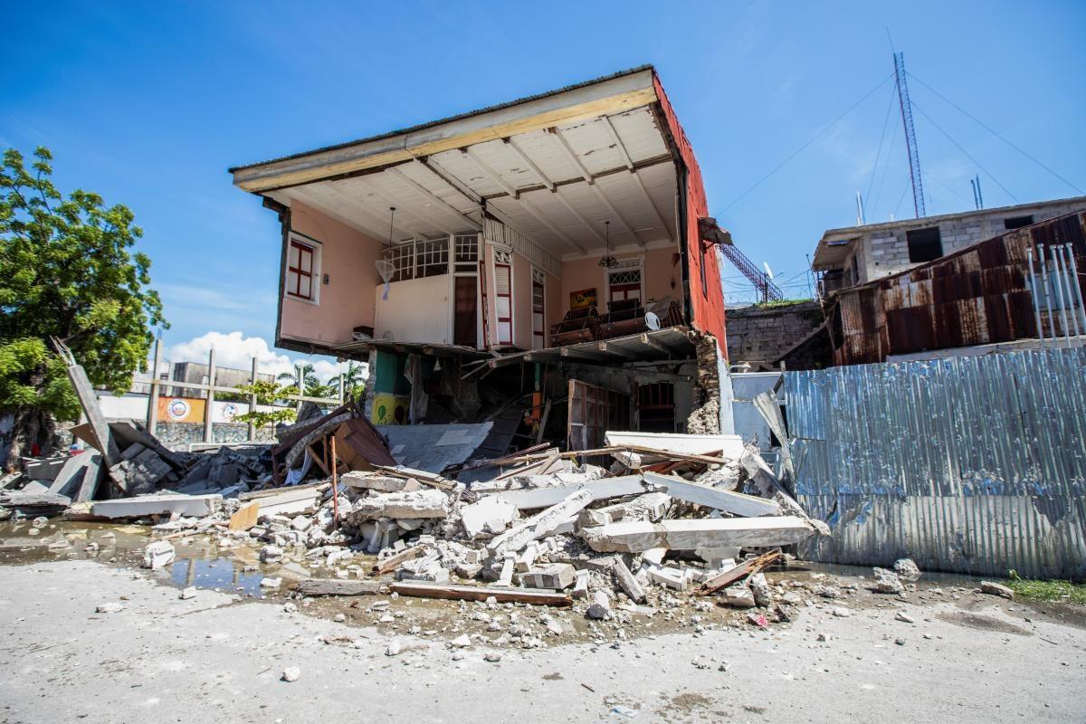 Число жертв из-за сильного землетрясения на Гаити увеличилось: разрушены города (ФОТО)  - фото 2