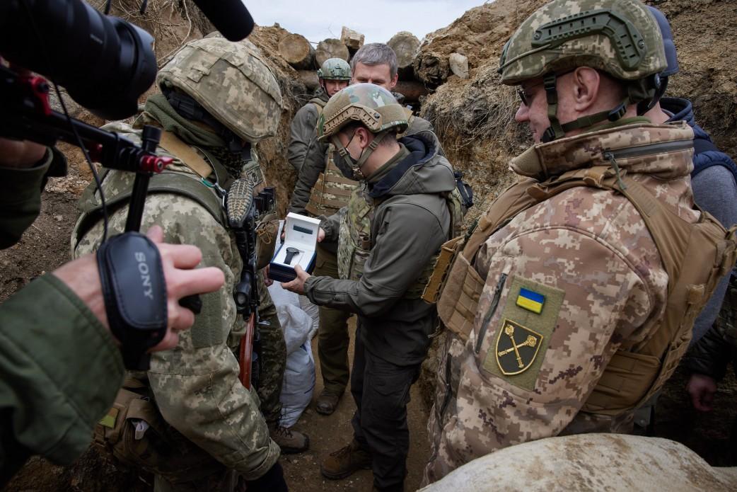 Зеленский побывал с визитом на Донбассе: подробности (ФОТО) - фото 5