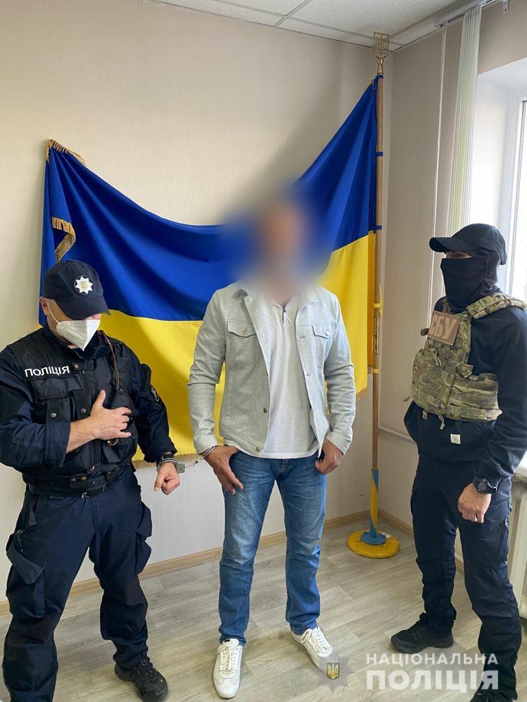 """Кримська поліція спільно з СБУ затримала екс-військового, що зрадив присязі і вступив до """"самооборони Криму"""" - фото 2"""