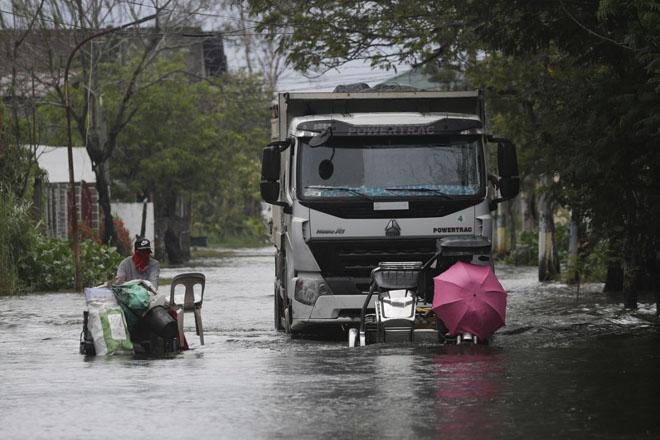На Филиппины обрушился мощный тайфун - фото 2