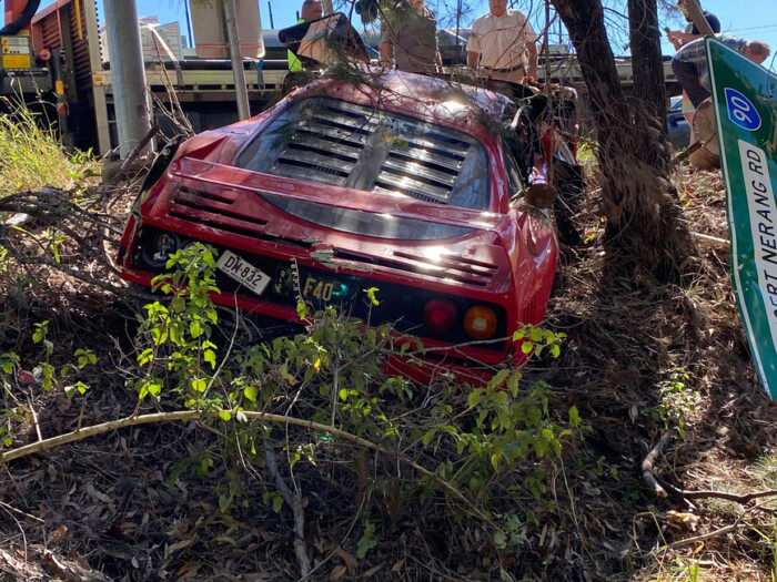 Австралиец разбил уникальный автомобиль во время тест-драйва - фото 2