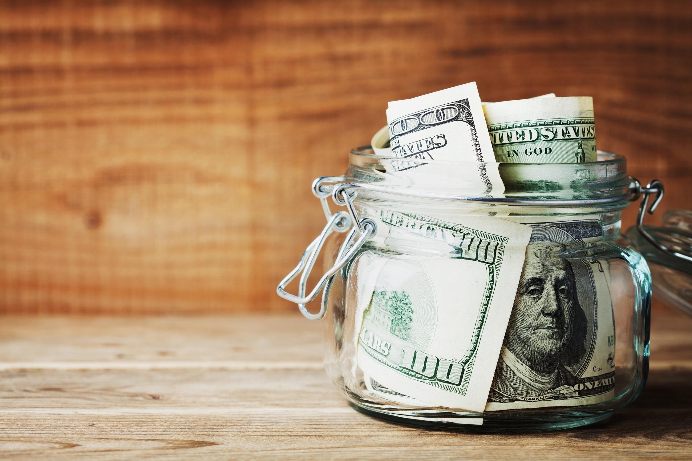 Денежные сбережения в Украине: покупателям во всем мире тратить некуда, а украинцам – нечего