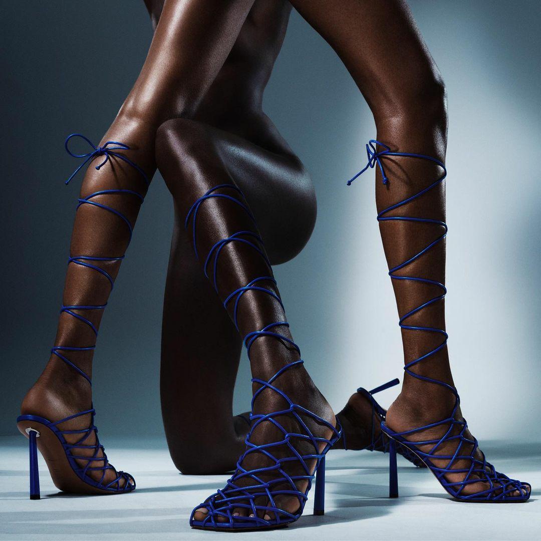 Співачка Ріанна перекваліфікувалася в дизайнери взуття (фото) - фото 7