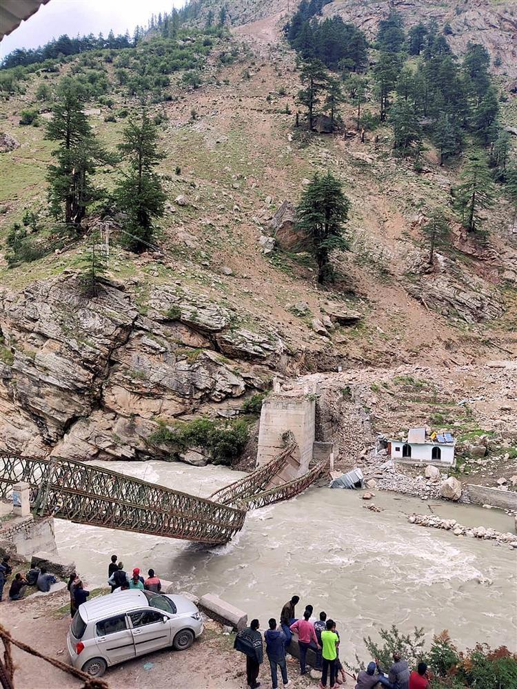 В Индии туристы попали под сильный камнепад: есть погибшие (ФОТО)  - фото 2