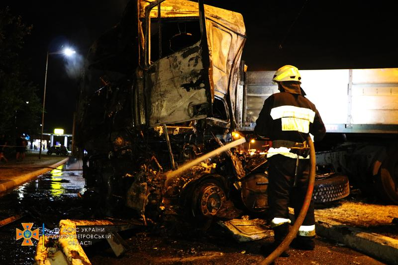 В Днепре произошло ДТП с четырьмя грузовиками: есть ли жертвы (ФОТО, ВИДЕО) - фото 4