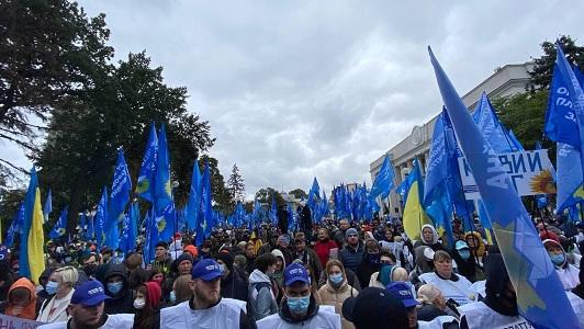 Под Верховной Радой прошел митинг ОПЗЖ в поддержку Медведчука - фото 2