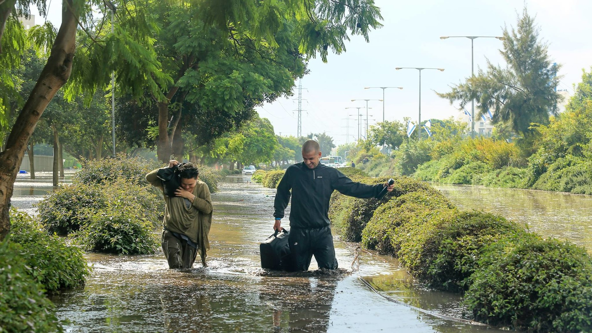 Сильные наводнения обрушились на Израиль после одного из самых дождливых дней в истории страны  - фото 8